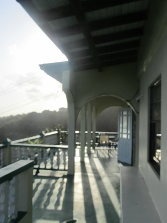 Crystal Heights Guest House: Balcony