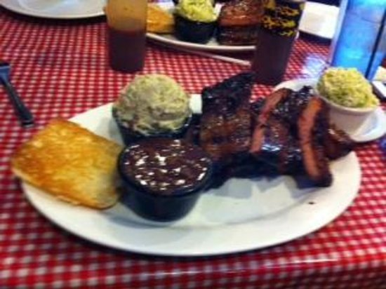 Trail Dust BBQ: Full rack of ribs with sides