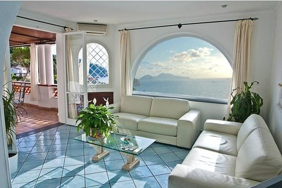 La Rosa dei Venti: Living vista Capri