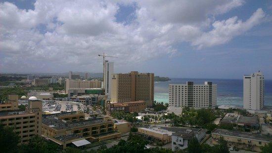 Bayview Hotel Guam: Вид из окна. Номер на 8 этаже.