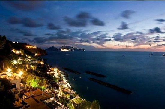 La Rosa dei Venti: Tramonto vista su Capri