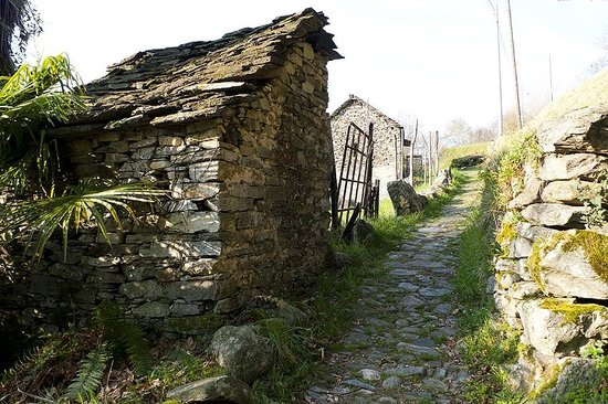 Erbaluna: trial leading to ancient village starting just behind the house
