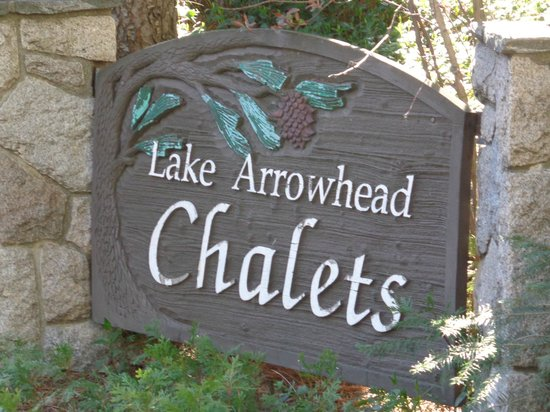 ‪‪Lake Arrowhead Chalets‬: Outside entrance‬