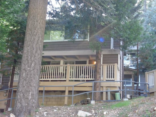 Lake Arrowhead Chalets: Looking from outside