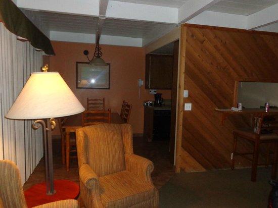 Lake Arrowhead Chalets: Inside