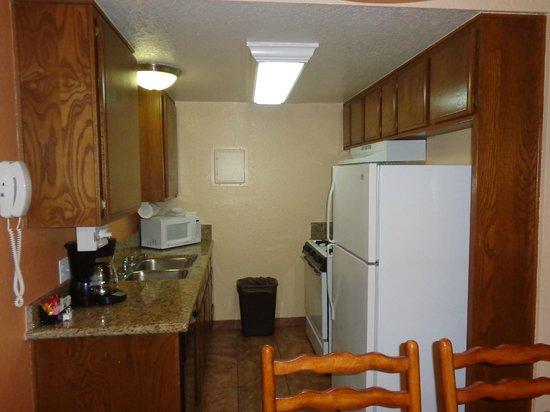 Lake Arrowhead Chalets: Kitchen