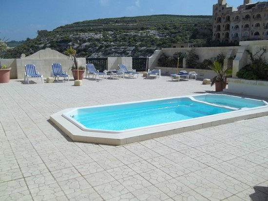 Saint Patrick's Hotel: Pool on the roof