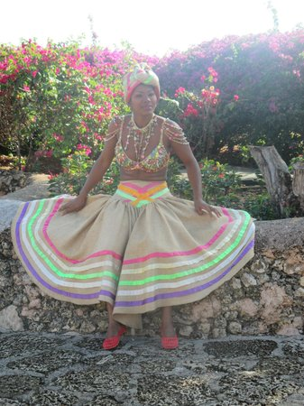 Altos de Chavon : Dominicaine costumée