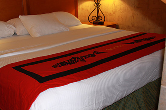 Quinault Beach Resort and Casino: Our warm and comfortable rooms provide the perfect backdrop to relax!