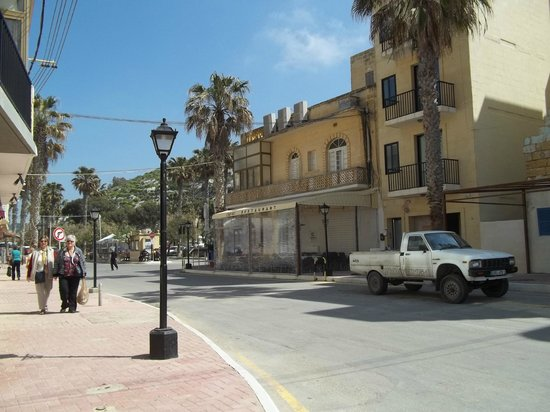 Saint Patrick's Hotel: Xlendi Bay