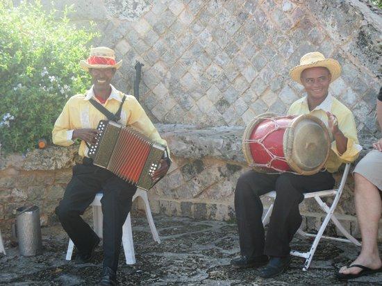 Altos de Chavon : musique traditionnelle
