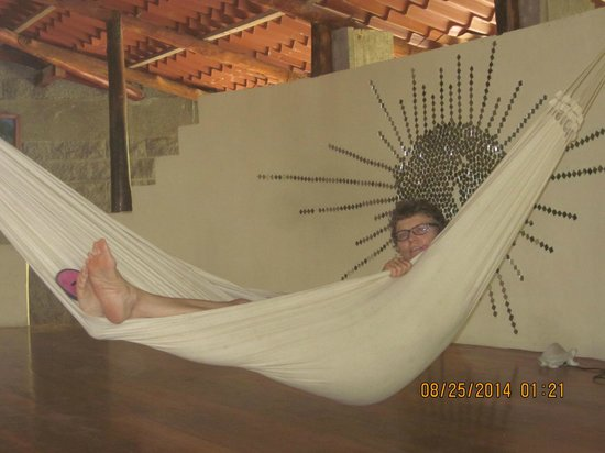 Hotel Luz de Mono: The hammock in the dining room/lounge