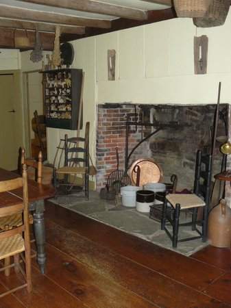 Baird Tavern: Fireplace in dining room