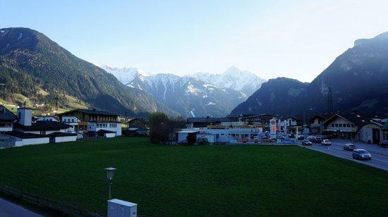Mariandl Gasthof Pension: Uitzicht vanaf het terras
