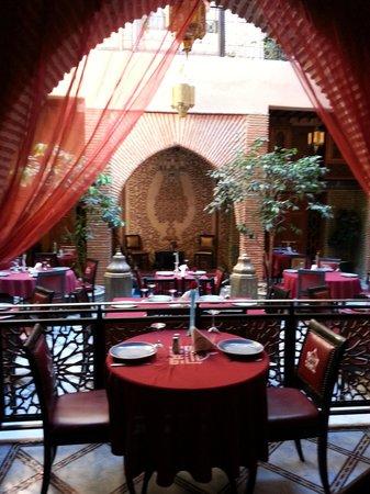 Riad & Spa Mabrouk : salla de restaurant