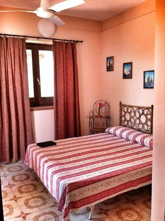 CAMERA DA LETTO CASA ROSSA - Foto di Villa Margherita, Isola di ...