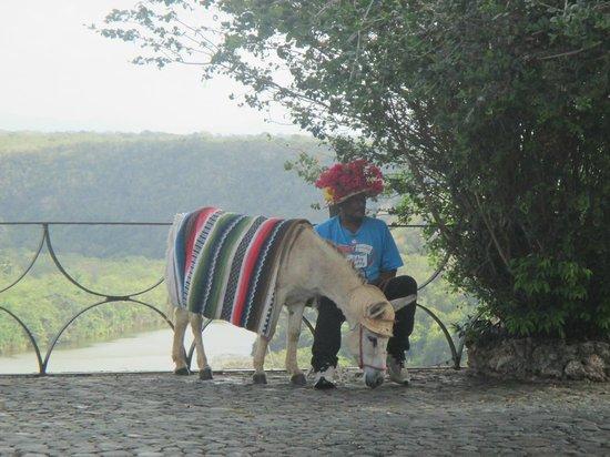 Altos de Chavon Village : Dominicain costumé