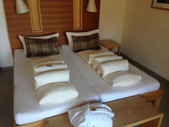 Hotel Andy: Zimmer (Bett)