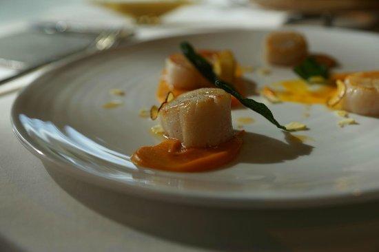 Cuisine[s] Michel Troisgros: メインの帆立のグリル