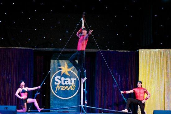 Iberostar Anthelia: Acrobatic show