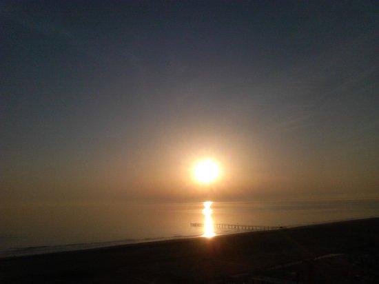 Hotel Touring: veduta del mare dalla camera all'alba