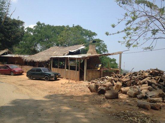 Sierra Nevada de Santa Marta : restaurante cerca a pozos azules