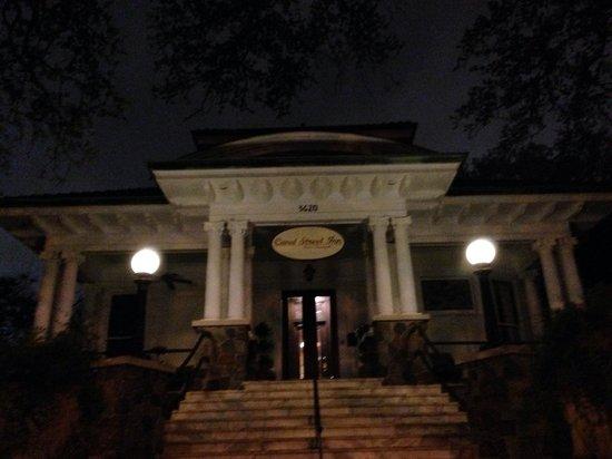 Canal Street Inn: Front steps