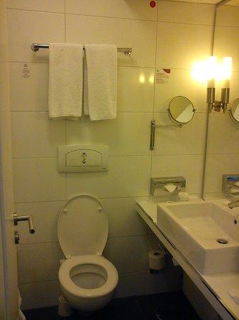 Mercure Hotel Wiesbaden City: bathroom