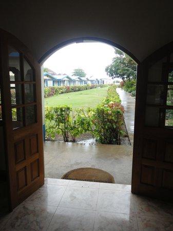 Travellers Beach Resort: Garden view