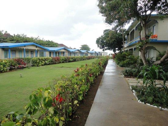 Travellers Beach Resort: Grounds