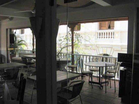 Montesacro Resto - Bar: Una vista del balcon