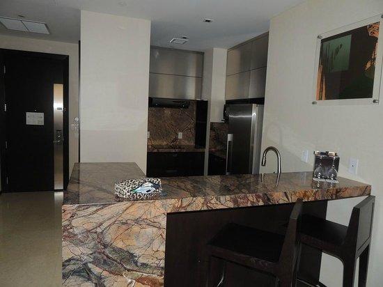 EB Hotel Miami Airport: kitchen
