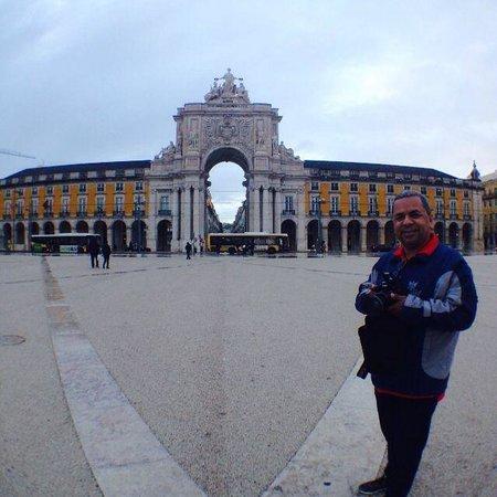 Praça do Comércio (Terreiro do Paço) : Gabriel Jr fotografado por Zara Celi.