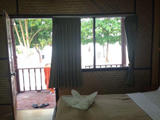 PP Nice Beach Resort: Vista desde el interior
