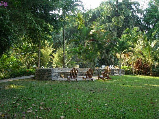 Belcampo Lodge: Grounds near pool