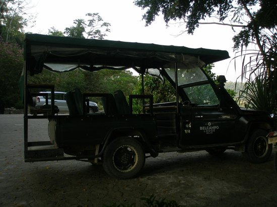 Belcampo Lodge : Cool old Range Rover for getting around