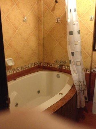 Hatun Pachamama Inn: jacuzzi tub