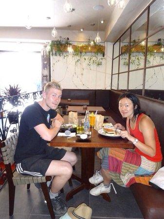 Morena Peruvian Kitchen: Visitors at cafe morena