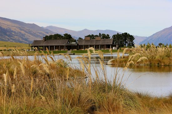 Jacks Point Golf Course Queenstown: view to clubhouse
