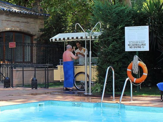 Hotel Alfonso XIII, A Luxury Collection Hotel, Seville: Don't skip the gelato...or sunscreen!