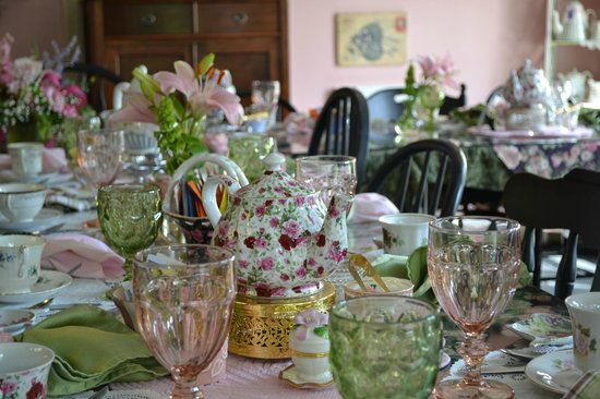 Serendipity Tea Room: Table setting