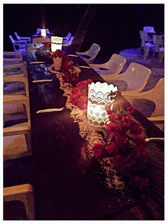 La Buena Vida Restaurant: Rehearsal Dinner Table