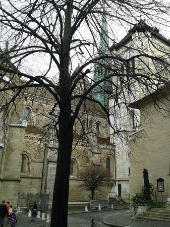 Kathedrale St-Pierre: Vista de fora