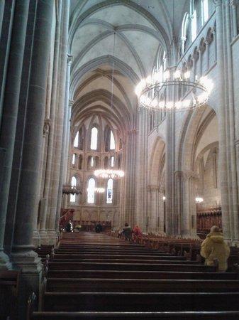 Cathedrale de St-Pierre : Interior da catedral