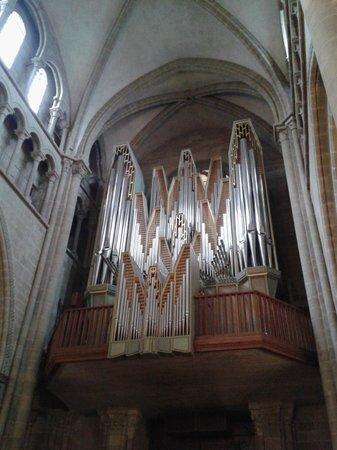 Cathedrale de St-Pierre : Órgão