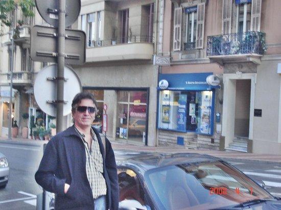 Hotel Ambassador Monaco: Frente do hotel.