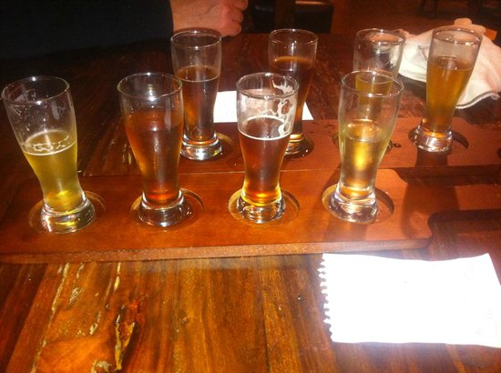 Power's Mansion Inn: flights of beer