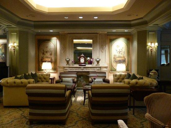 Windsor Court Hotel: Lobby lounge