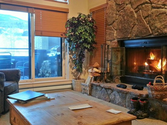 The Villas at Snowmass Club : HDR photo trying to get the outside to show