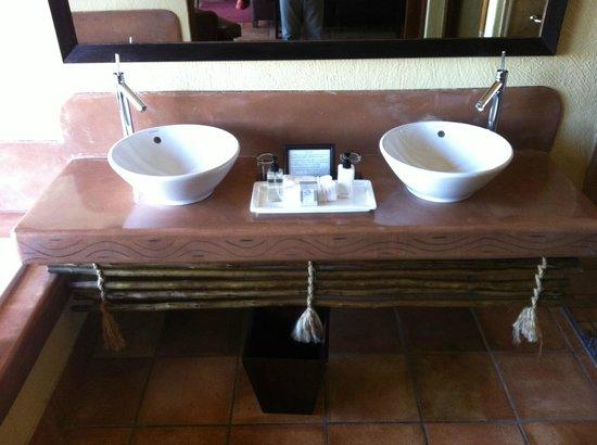 Kapama River Lodge: Pia do banheiro do quarto